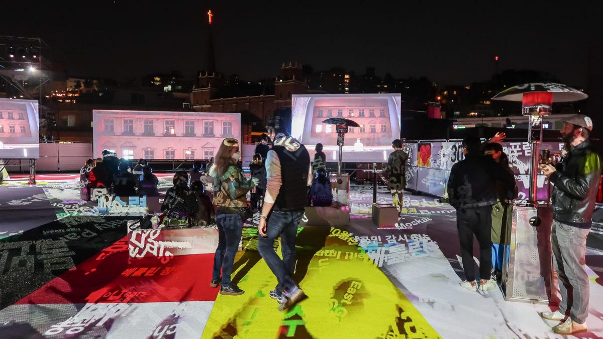 Hybrides Event auf Dachterasse in Seoul